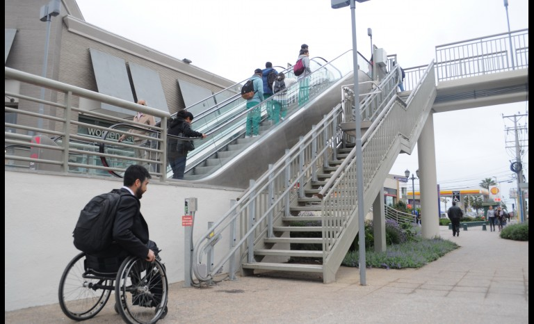 Pasarela no accesible en Mall La Serena